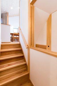 階段を上がると、2階の家族室へ