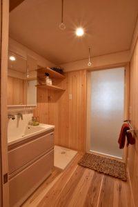 桧が香る洗面室