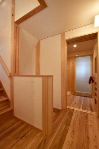 階段の途中に、中二階