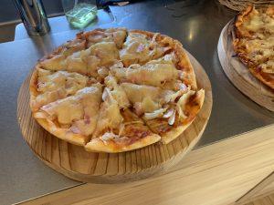 おうち時間、薪ストーブでピザ